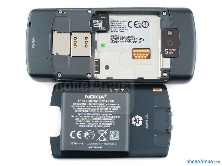 Battery compartment - Nokia 700 Review