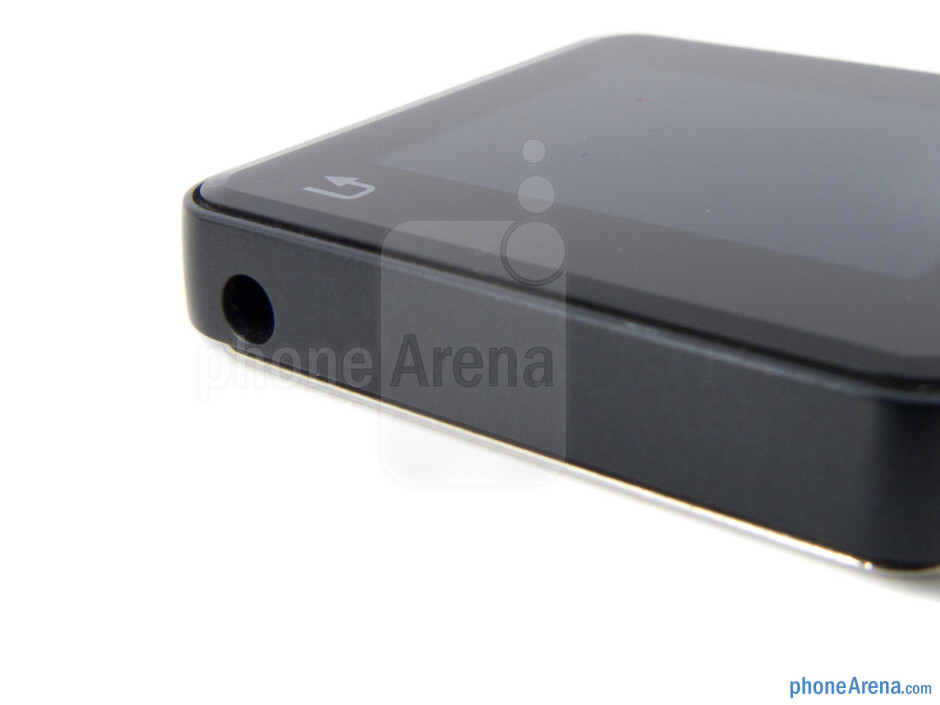 The sides of Motorola MOTOACTV - Motorola MOTOACTV Review