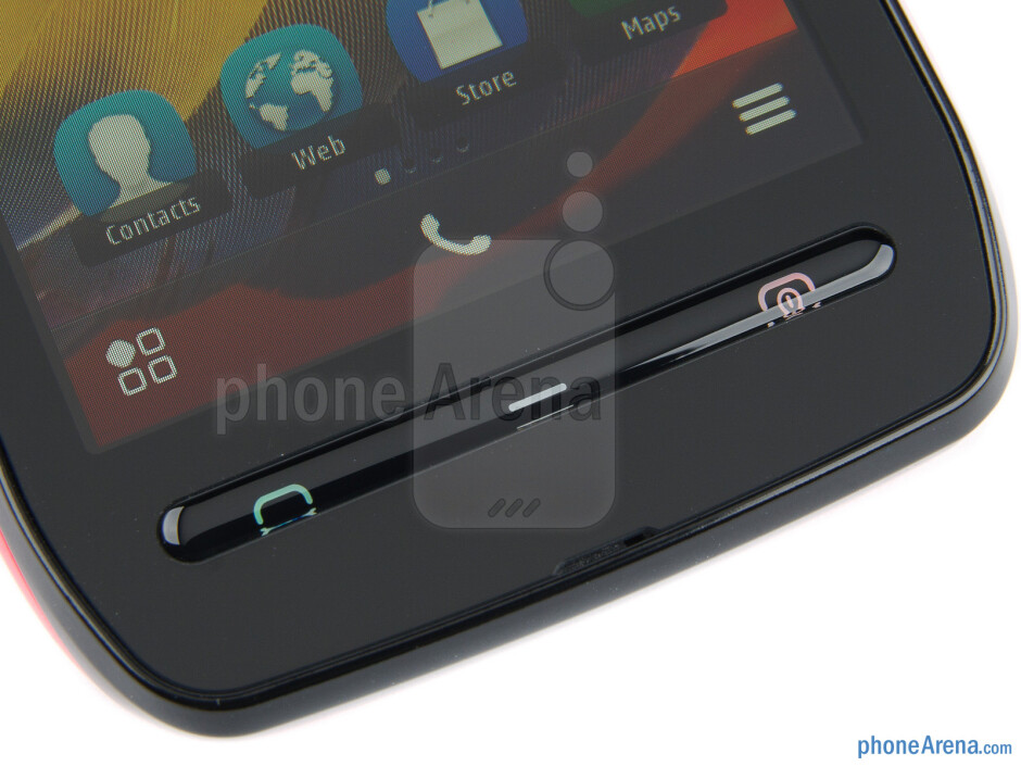 """The 3.5"""" IPS-LCD display boasts 360x640 pixels of resolution - Nokia 603 Review"""