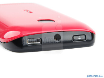 Power key, charging port and 3.5mm jack (top) - Nokia 603 Review