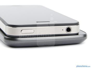 Top  edges - Samsung Galaxy Nexus (bottom) and Apple  iPhone 4S (top) - Samsung Galaxy Nexus vs Apple iPhone 4S