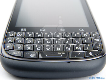 The portrait QWERTY keyboard on the Motorola PRO+ - Motorola PRO+ Review