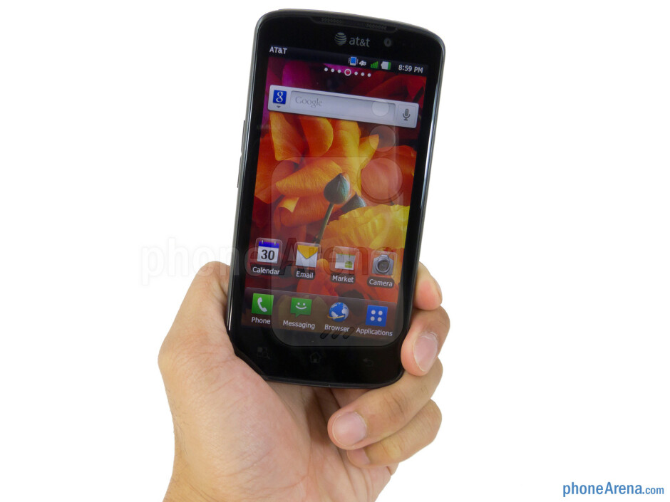 """The LG Nitro HD maintains a consistent slim figure of 0.41"""" thickness all around - LG Nitro HD Review"""