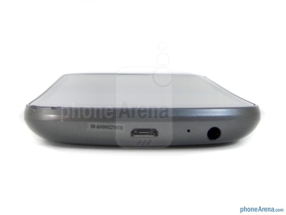 3.5mm jack and microUSB port (bottom) - Verizon Galaxy Nexus Review