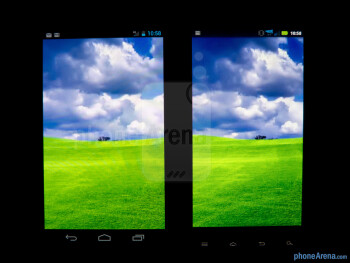 Viewing angles - The Verizon Galaxy Nexus (left) and the Motorola DROID RAZR (right) - Verizon Galaxy Nexus vs Motorola DROID RAZR