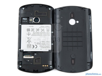 Battery compartment - Sony Ericsson Live with Walkman Review