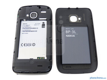 Battery compartment - Nokia Lumia 710 Review