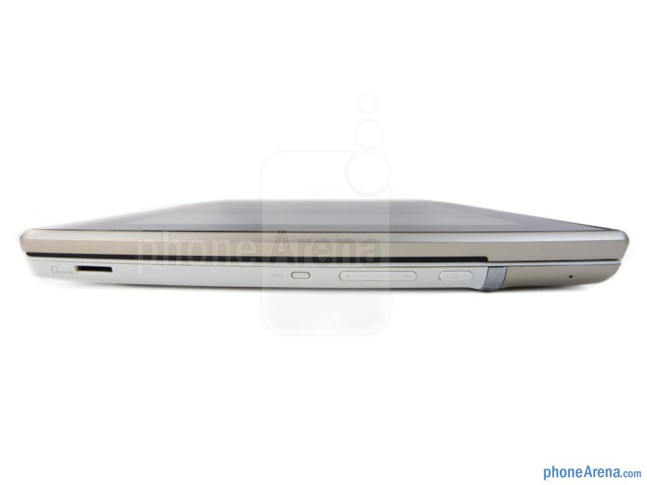 The sides of the Asus Eee Pad Slider - Asus Eee Pad Slider Review