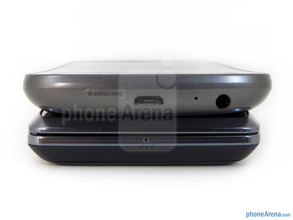 Bottom edges - The sides of the Motorola DROID 4 (bottom) and the Samsung Galaxy Nexus (top) - Motorola DROID 4 vs Samsung Galaxy Nexus