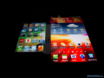 Viewing angles of the Samsung Galaxy Note LTE (right) and the Apple iPhone 4S (left) - Samsung Galaxy Note LTE vs Apple iPhone 4S