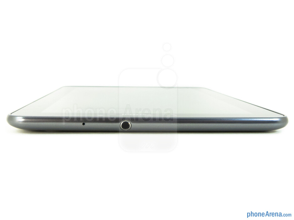 The 3.5mm jack is on the top - Samsung Galaxy Tab 7.7 LTE Review