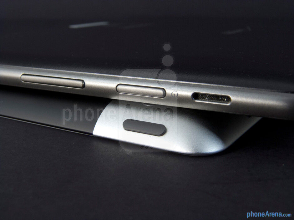 Power buttons - The Apple iPad 3 (bottom) and the Samsung Galaxy Tab 10.1 (top) - Apple iPad 3 vs Samsung Galaxy Tab 10.1