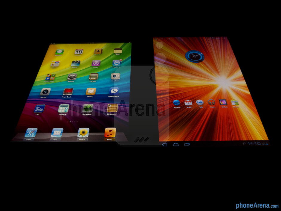 Viewing angles of the Apple iPad 3 (left) and the Samsung Galaxy Tab 10.1 (right) - Apple iPad 3 vs Samsung Galaxy Tab 10.1