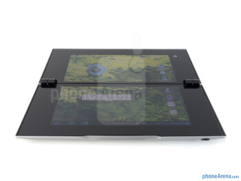Viewing angles of the Sony Tablet P - Sony Tablet P Review