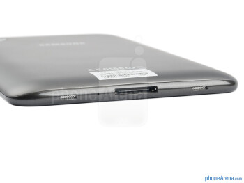 Charging port and speakers (bottom) - The sides of the Samsung Galaxy Tab 2 (7.0) - Samsung Galaxy Tab 2 (7.0) Preview