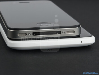 The sides of the HTC One X (bottom) vs the Apple iPhone 4S (top) - HTC One X vs Apple iPhone 4S