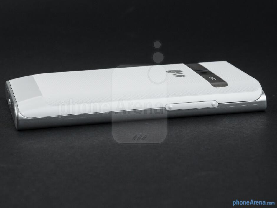 Volume rocker (left) - The sides of the LG Optimus L3 - LG Optimus L3 Review