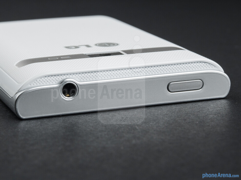 Power key and 3.5mm jack (top) - The sides of the LG Optimus L3 - LG Optimus L3 Review