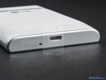 microUSB port (bottom) - The sides of the LG Optimus L3 - LG Optimus L3 Review