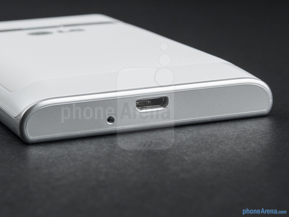 microUSB port (bottom) - The sides of the LG Optimus L3 - LG Optimus L3 Review
