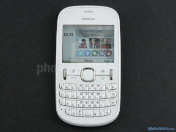 The hardware QWERTY keyboard - Nokia Asha 200 Review