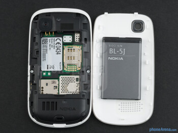 Battery compartment - Nokia Asha 200 Review