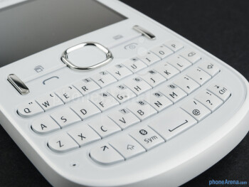 The hardware QWERTY keyboard - Nokia Asha 200 Review