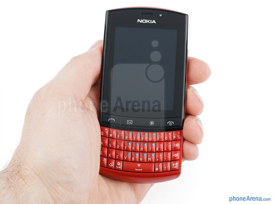 The Nokia Asha 303 feels pretty good in the hand - Nokia Asha 303 Review
