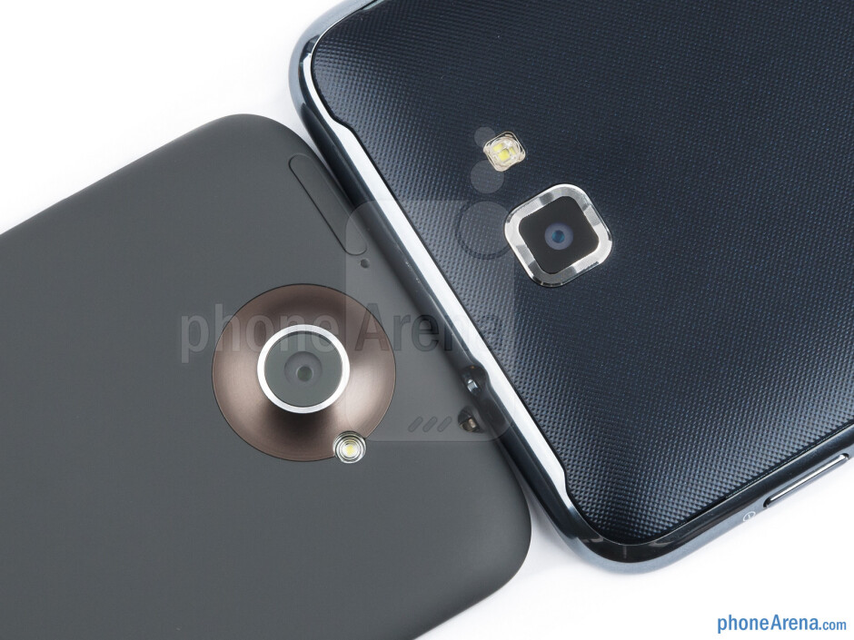 Rear cameras - The HTC One X (left) and the Samsung Galaxy Note (right) - HTC One X vs Samsung Galaxy Note