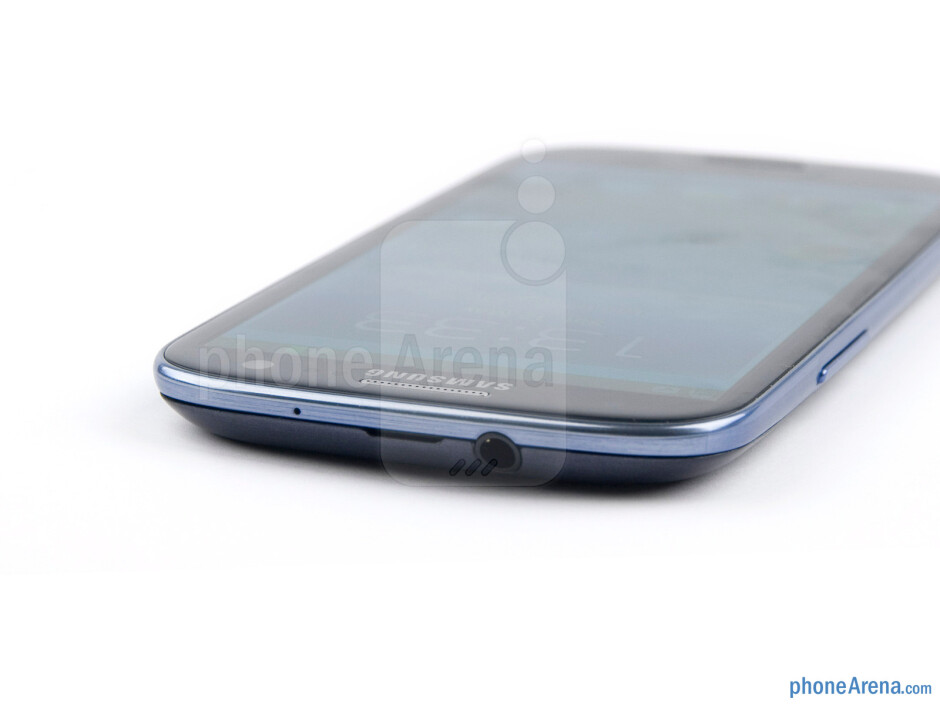 3.5mm jack (top) - The sides of the Samsung Galaxy S III - Samsung Galaxy S III Preview