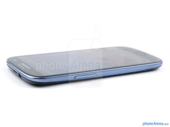 Volume rocker (left) - The sides of the Samsung Galaxy S III - Samsung Galaxy S III Review