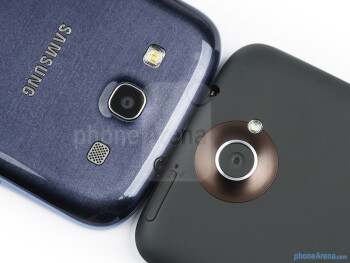 Rear cameras - The Samsung Galaxy S III (left) and the HTC One X (right) - Samsung Galaxy S III vs HTC One X