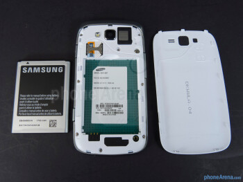 Battery compartment - Samsung Focus 2 Review