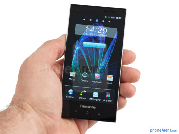The Panasonic ELUGA is a handset that we enjoy holding - Panasonic ELUGA Review