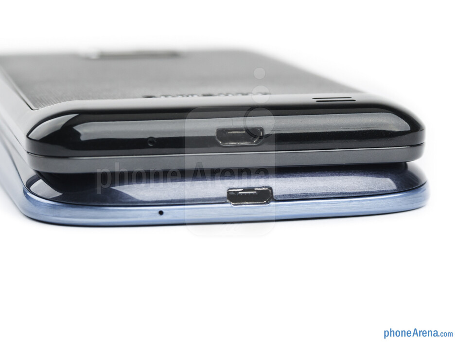 Bottom edges - The sides of the Samsung Galaxy S III (bottom, left) and the Samsung Galaxy S II (top, right) - Samsung Galaxy S III vs Samsung Galaxy S II