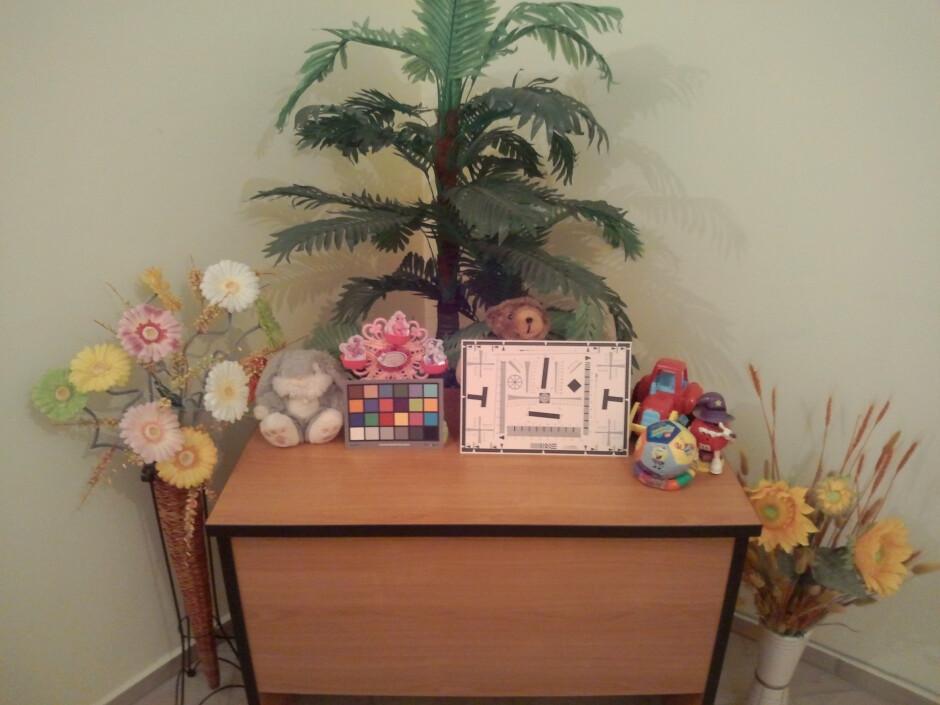 Medium - Indoor samples - Panasonic ELUGA Review