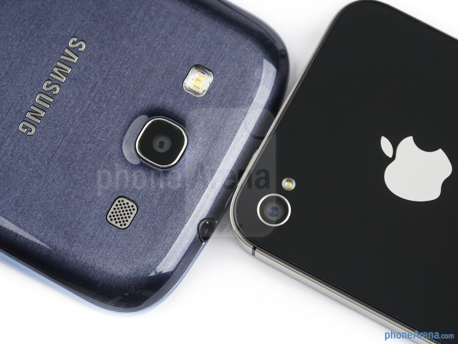 Rear cameras - The sides of the Samsung Galaxy S III (bottom, left) and the Apple iPhone 4S (top, right) - Samsung Galaxy S III vs Apple iPhone 4S