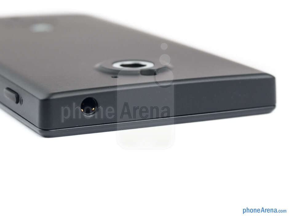 Top - The sides of the Sony Xperia sola - Sony Xperia sola Review