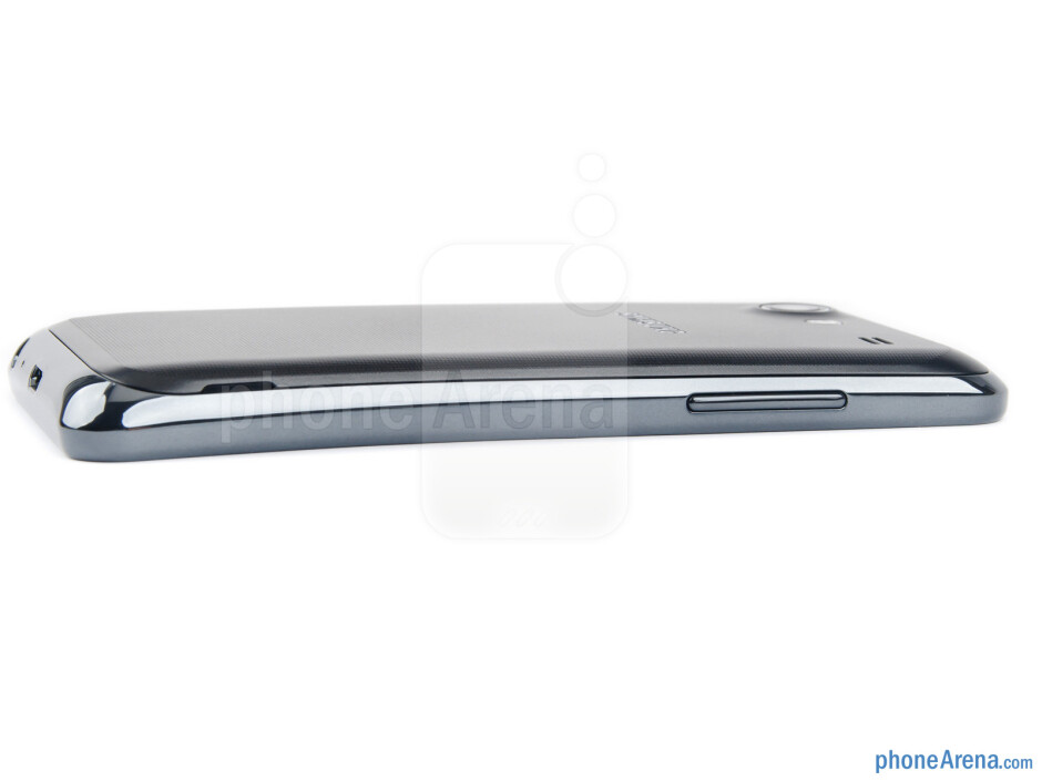 Volume rocker (left) - The sides of the Samsung Galaxy S Advance - Samsung Galaxy S Advance Review