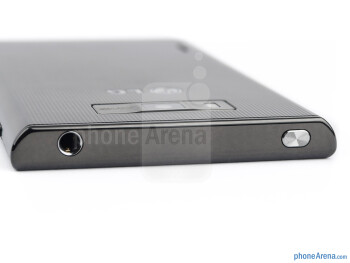 3.5mm jack and power key (top) - LG Optimus L7 Review