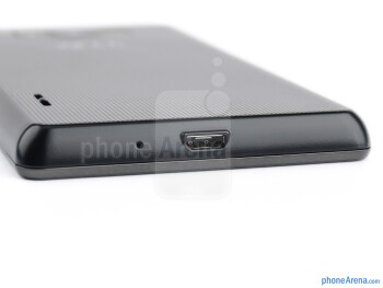 microUSB port (bottom) - LG Optimus L7 Review