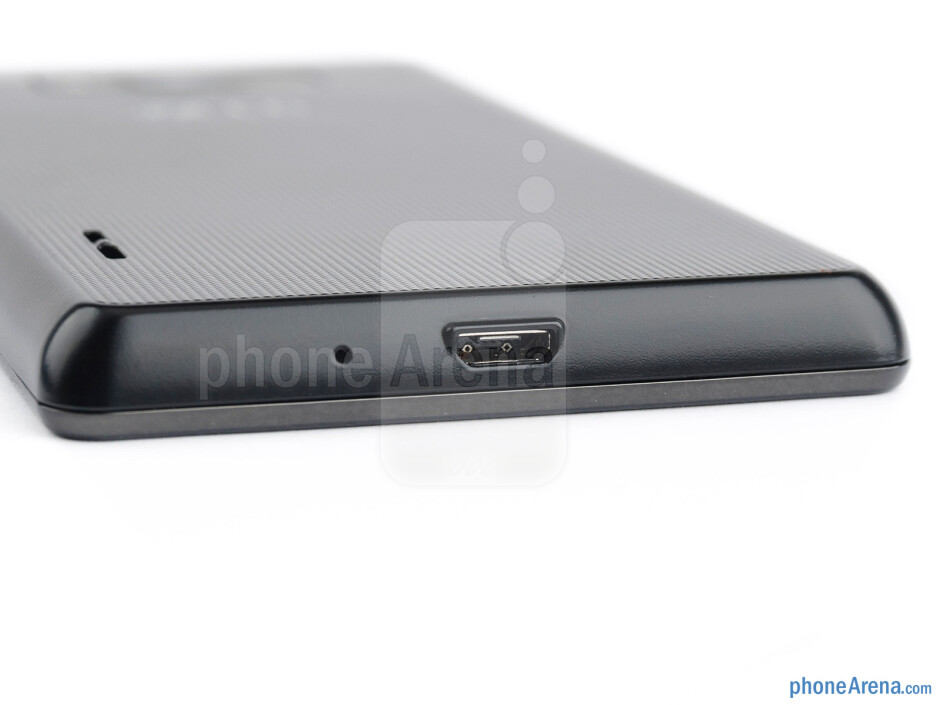 microUSB port (bottom) - LG Optimus L7 Review