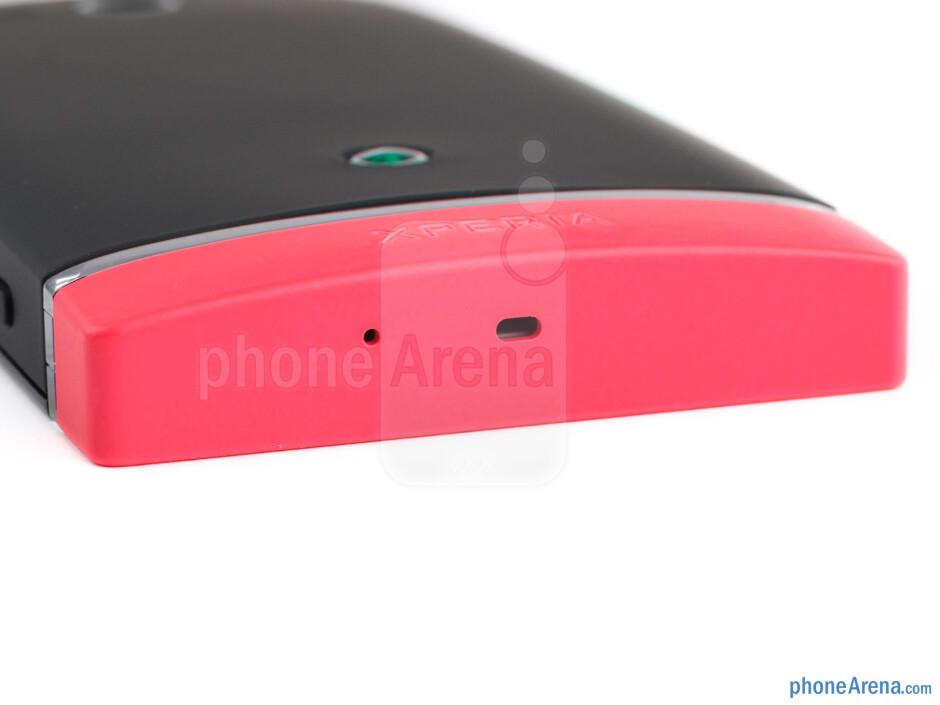 Bottom edge - The sides of the Sony Xperia U - Sony Xperia U Review