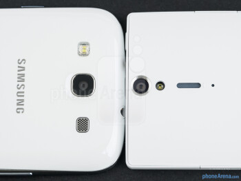 Rear cameras - The sides of the Samsung Galaxy S III (bottom, left) and the Sony Xperia S (top, right) - Samsung Galaxy S III vs Sony Xperia S