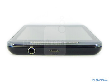microUSB port and 3.5mm jack (bottom) - The sides of the Samsung Galaxy Player 4.2 - Samsung Galaxy Player 4.2 Review