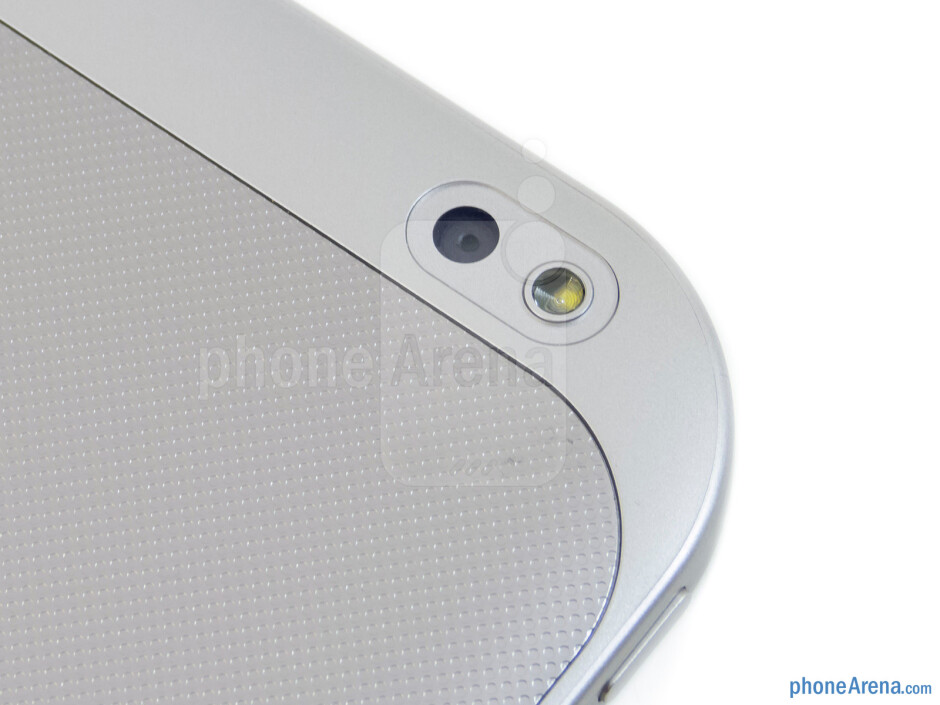 Camera - The sides of the Toshiba Excite 10 - Toshiba Excite 10 Review