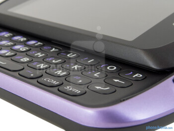 The physical landscape keyboard of the Pantech Swift - Pantech Swift Review