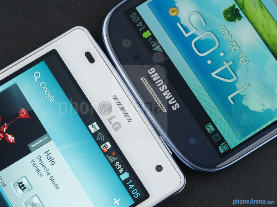 The LG Optimus 4X HD (left) and the Samsung Galaxy S III (right) - LG Optimus 4X HD vs Samsung Galaxy S III