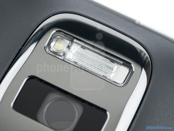 The Xenon flash and the LED light - Nokia 808 PureView Review