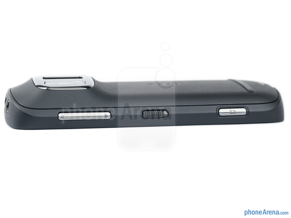 Volume rocker, lock/unlock and camera buttons - Nokia 808 PureView Review